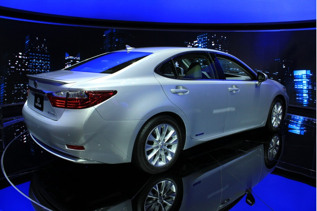 2013 lexus es 300h pictures photos gallery green car reports. Black Bedroom Furniture Sets. Home Design Ideas