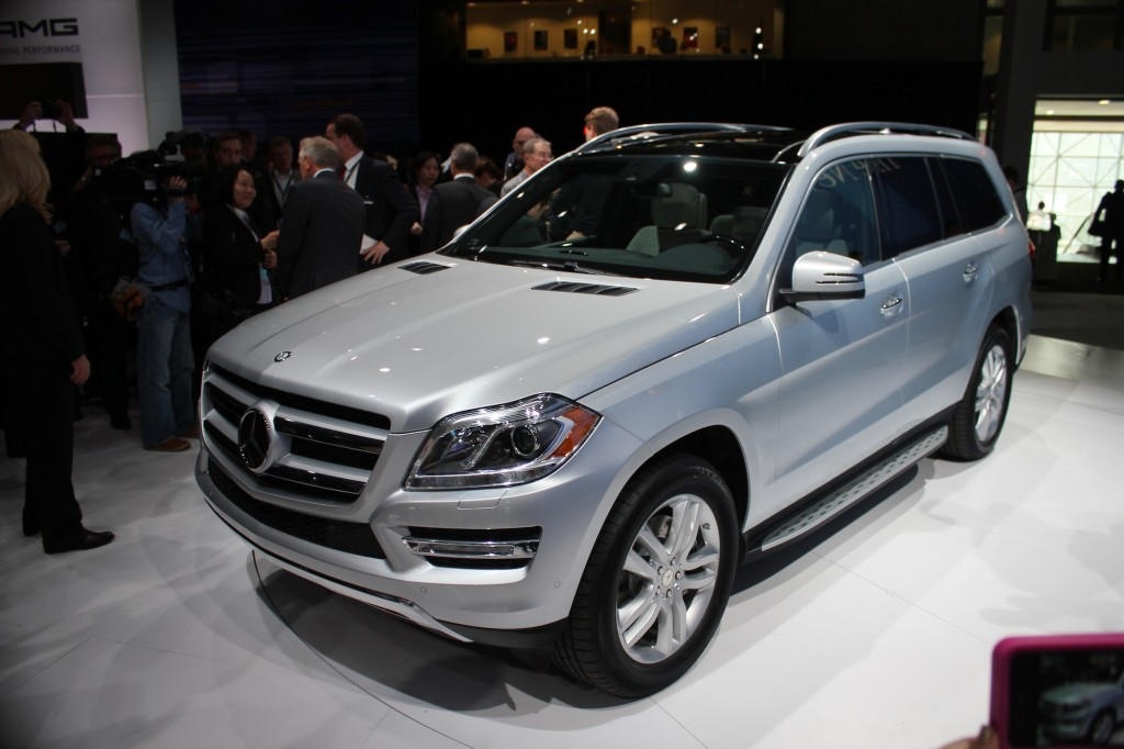 Mercedes benz to bring next gen gl class to new york for Mercedes benz in nyc