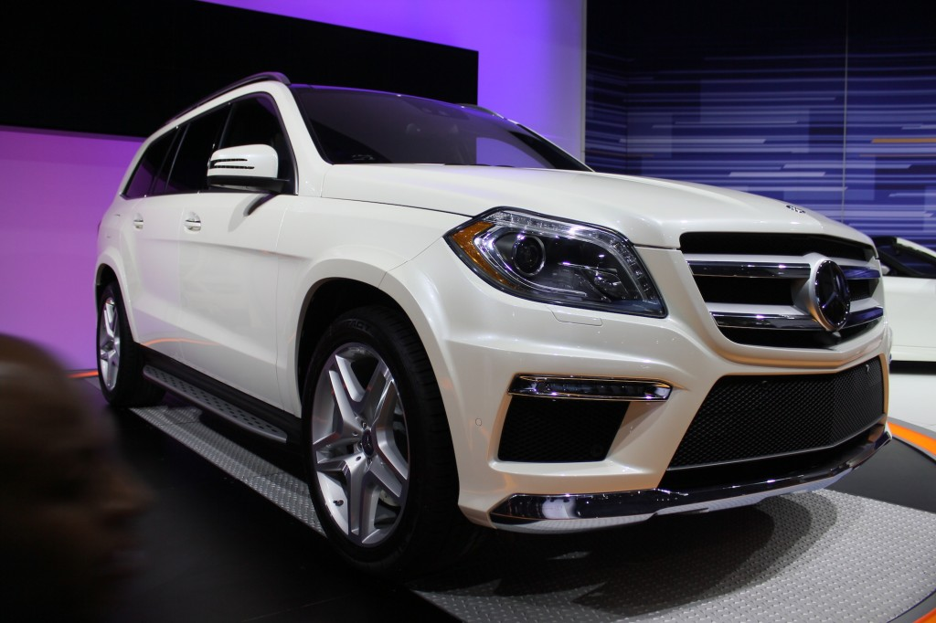 Mercedes benz to bring next gen gl class to new york for Mercedes benz nyc