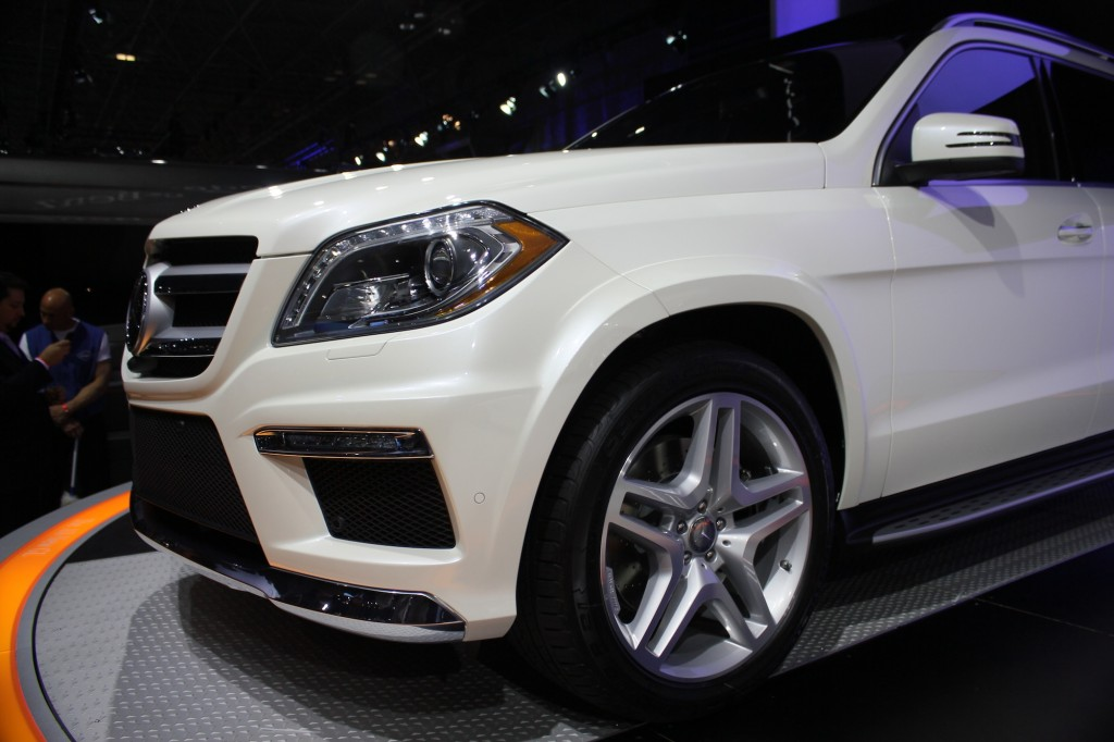 Mercedes benz to bring next gen gl class to new york for Mercedes benz lease houston