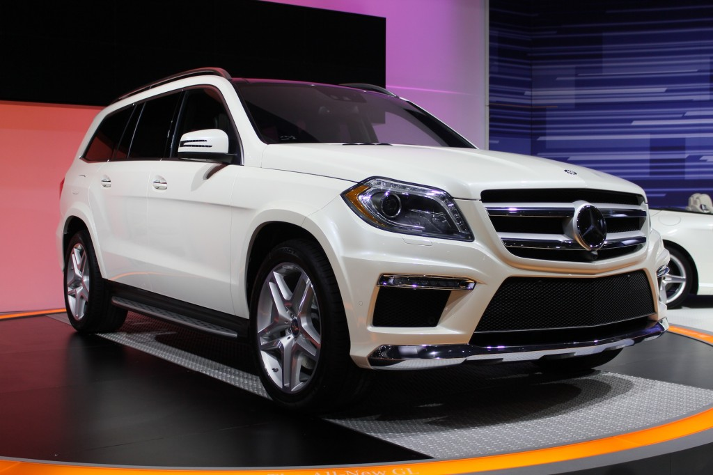 2013 mercedes benz gl class live photos 2012 new york auto show. Black Bedroom Furniture Sets. Home Design Ideas