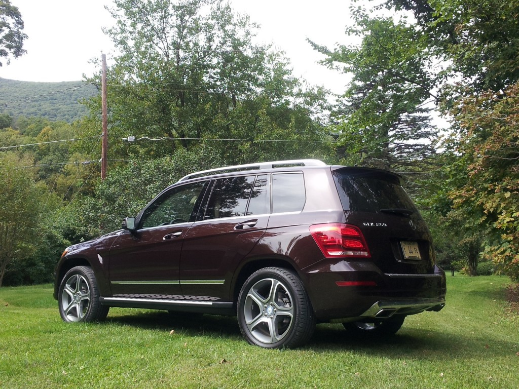 Mercedes benz glk 250 bluetec diesel luxury crossover for Mercedes benz cross over