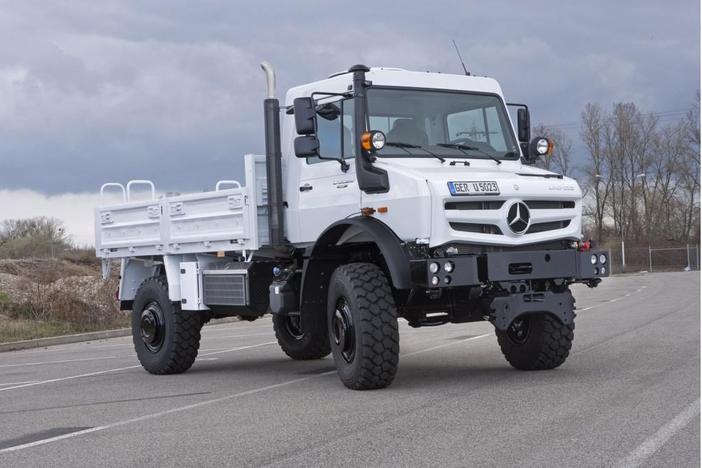 Mercedes' Tough-As-Nails Unimog Gets New Look, Engines For ...