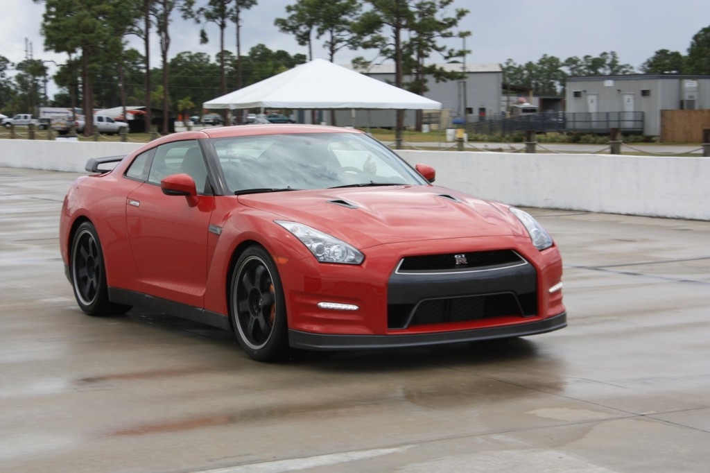 2013 Nissan Gt R Pictures Photos Gallery The Car Connection