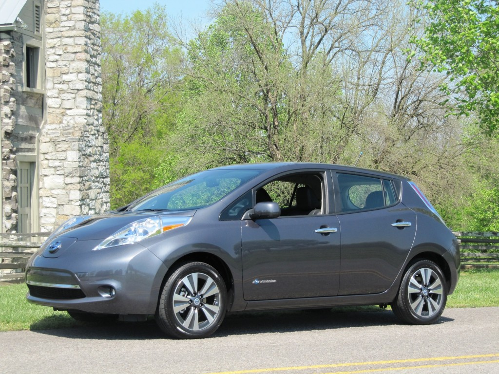 2013 nissan leaf pictures photos gallery the car connection. Black Bedroom Furniture Sets. Home Design Ideas