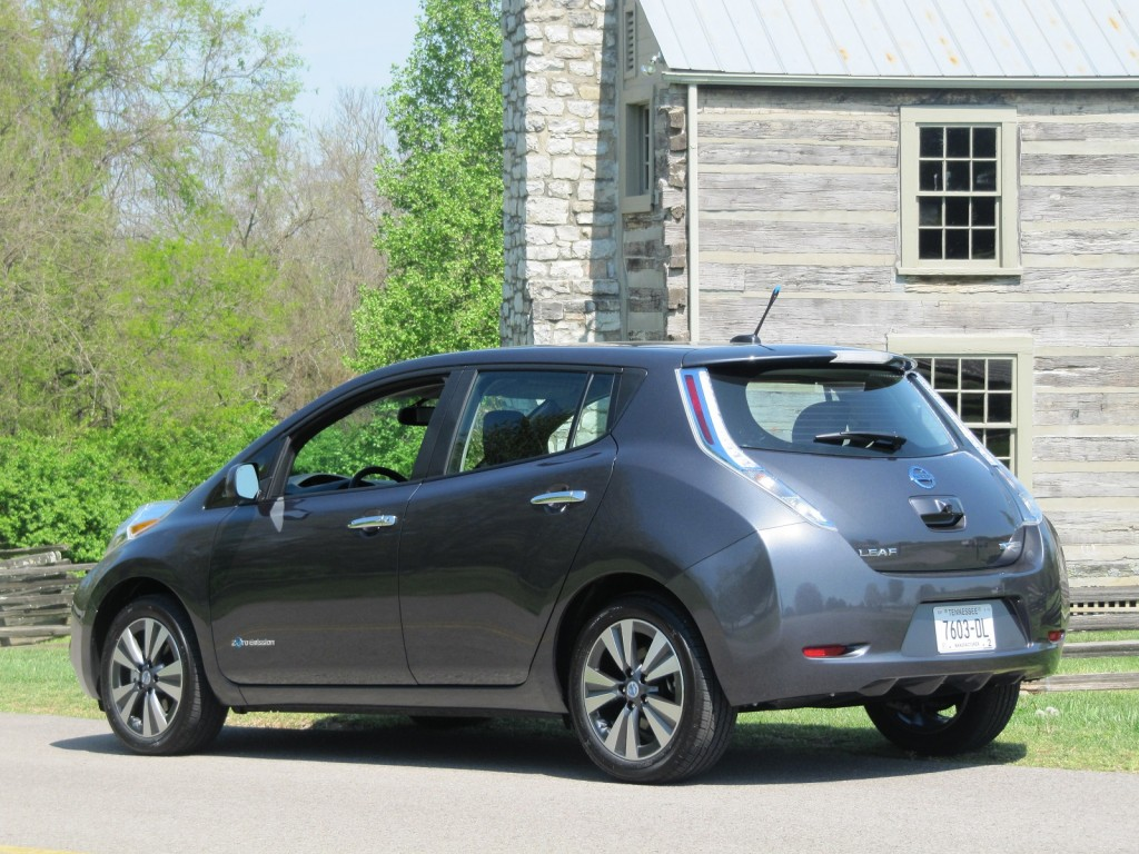 2013 nissan leaf driven through tennessee countryside. Black Bedroom Furniture Sets. Home Design Ideas