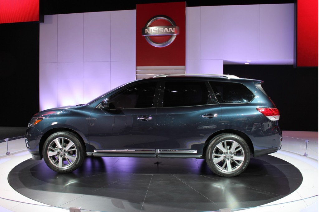 http://images.thecarconnection.com/lrg/2013-nissan-pathfinder_100376707_l.jpg