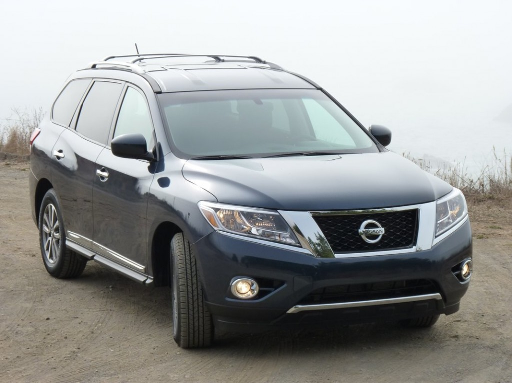 2013 nissan pathfinder first drive the car connection. Black Bedroom Furniture Sets. Home Design Ideas