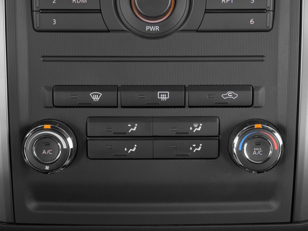 2013 Nissan Xterra 2WD 4-door Auto S Temperature Controls