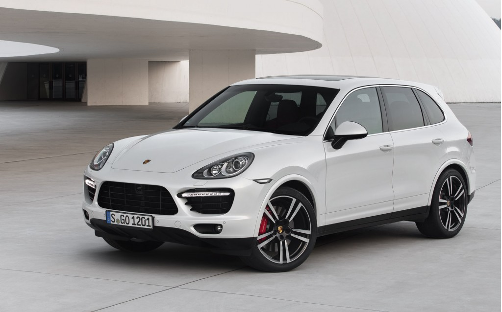 2014 porsche cayenne turbo s hits the track video. Black Bedroom Furniture Sets. Home Design Ideas