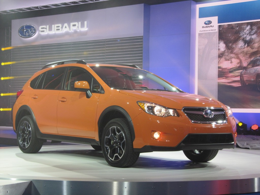 2013 subaru xv crosstrek live photos 2012 new york auto show. Black Bedroom Furniture Sets. Home Design Ideas
