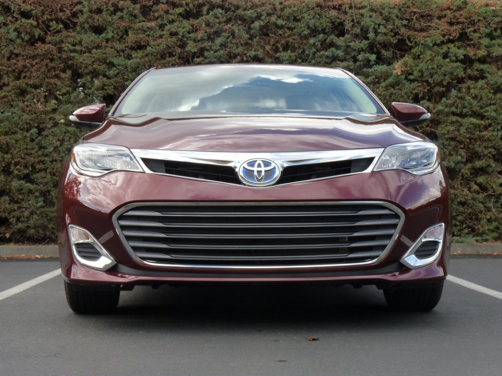 2013 toyota avalon hybrid first drive report. Black Bedroom Furniture Sets. Home Design Ideas