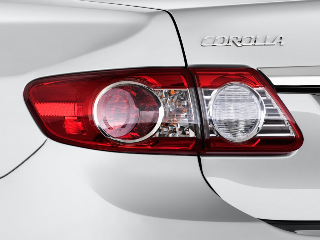2013 Toyota Corolla 4-door Sedan Auto LE (Natl) Tail Light