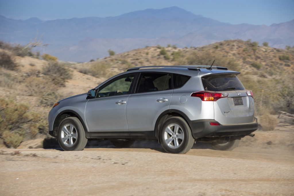 2013 toyota rav4 pictures photos gallery green car reports. Black Bedroom Furniture Sets. Home Design Ideas