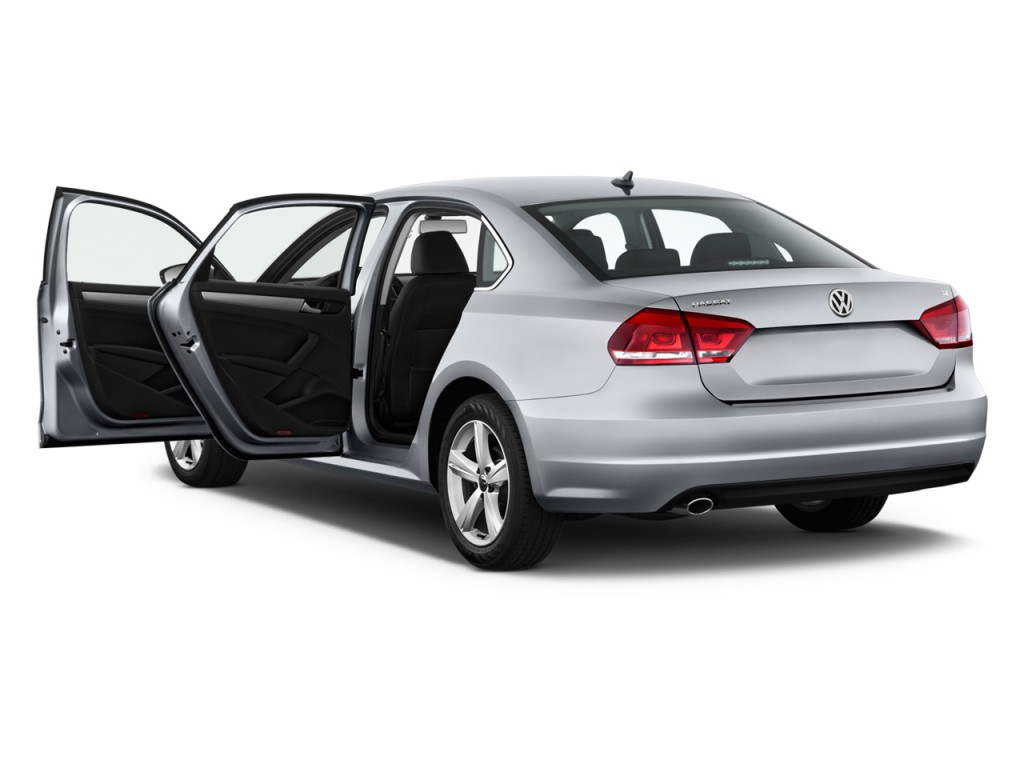 2013 volkswagen passat vw pictures photos gallery the for Door 2 door cars