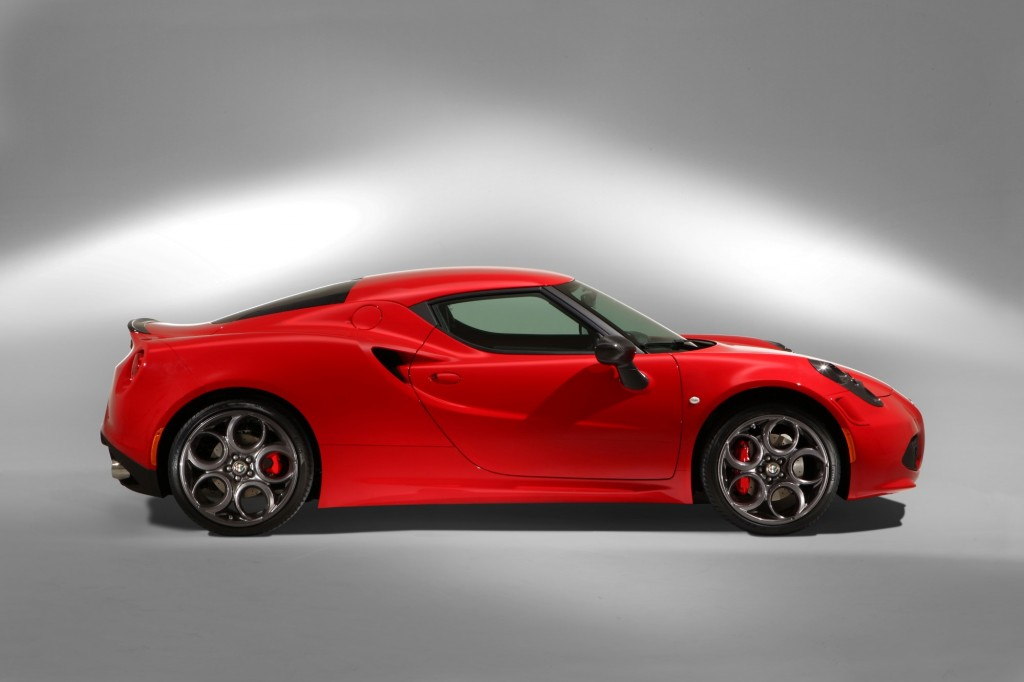 alfa romeo 4c to gain 220 pounds for u s market. Black Bedroom Furniture Sets. Home Design Ideas