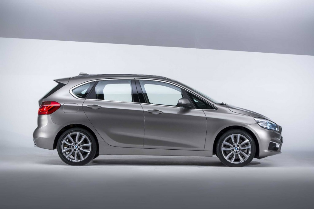 2014 bmw 2 series active tourer geneva motor show live photos and videos. Black Bedroom Furniture Sets. Home Design Ideas