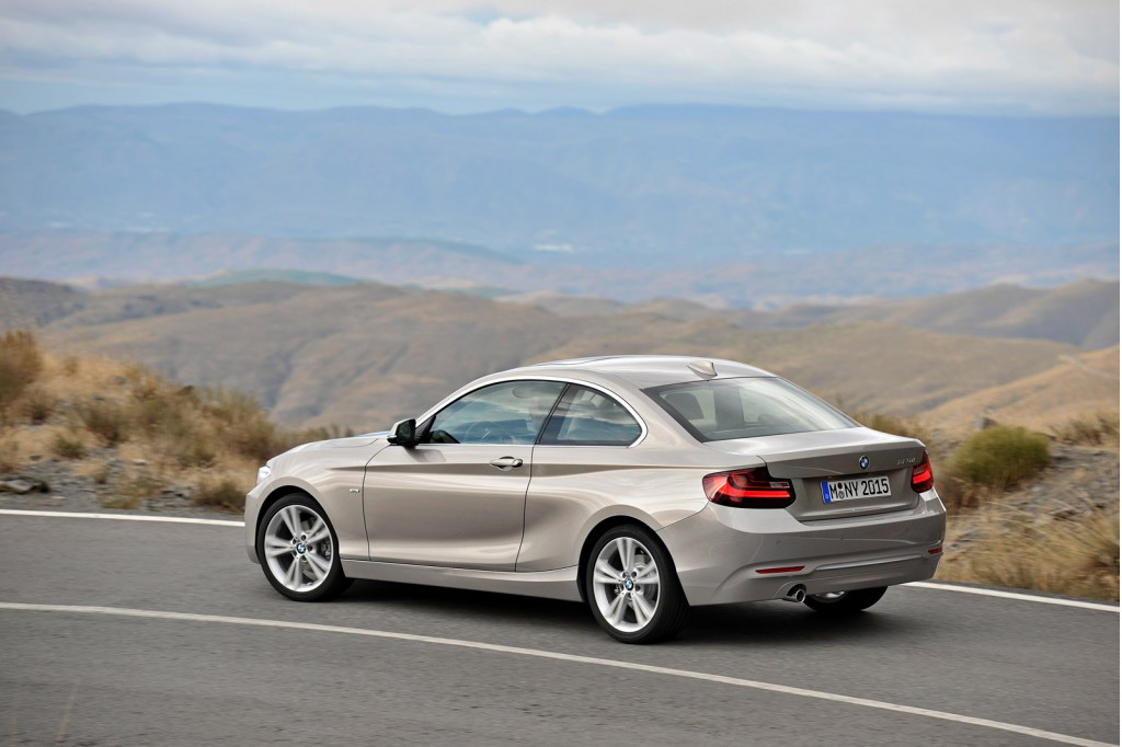 2014 bmw 2 series debuts in detroit video live photos. Black Bedroom Furniture Sets. Home Design Ideas