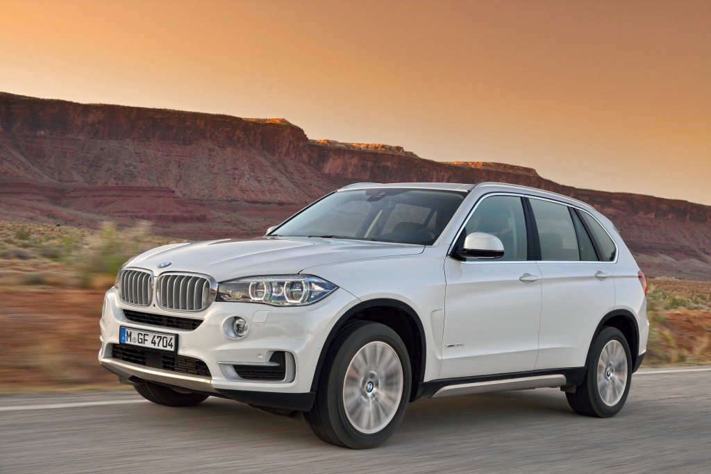 2014 bmw x5 gets new look new tech and available rear. Black Bedroom Furniture Sets. Home Design Ideas