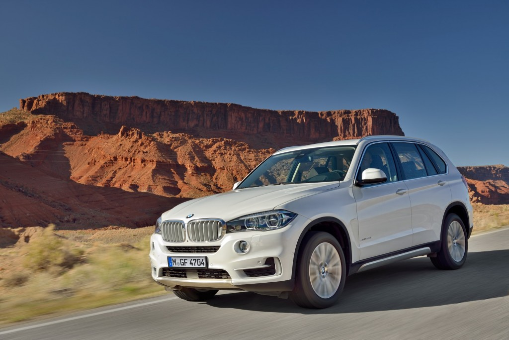 2014 bmw x5 gets new look new tech and available rear drive model video. Black Bedroom Furniture Sets. Home Design Ideas