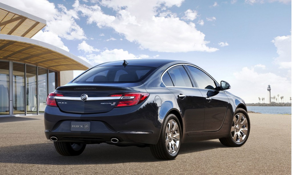 2014 buick regal debuts with all wheel drive in new york. Black Bedroom Furniture Sets. Home Design Ideas