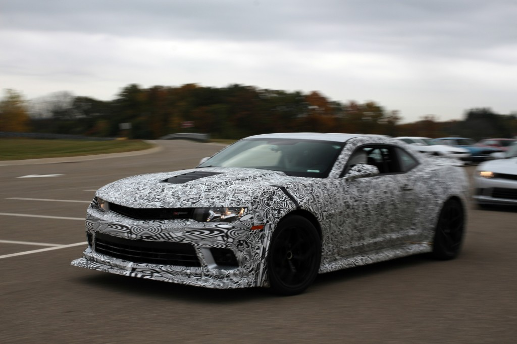2014 chevrolet camaro z 28 first ride. Black Bedroom Furniture Sets. Home Design Ideas