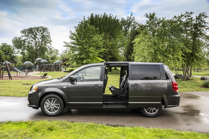 2014 dodge grand caravan pictures photos gallery motorauthority. Black Bedroom Furniture Sets. Home Design Ideas