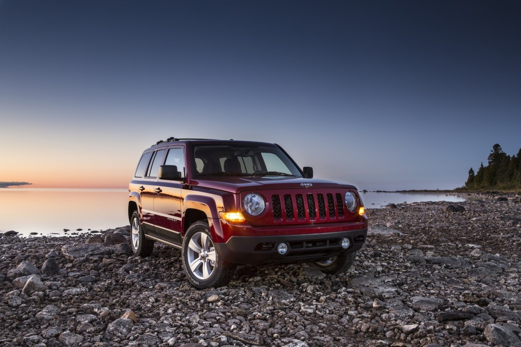 2014 jeep patriot pictures photos gallery the car connection. Black Bedroom Furniture Sets. Home Design Ideas