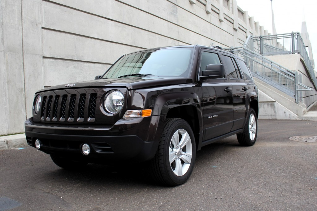 2014 jeep patriot latitude does it drive better without the cvt. Black Bedroom Furniture Sets. Home Design Ideas