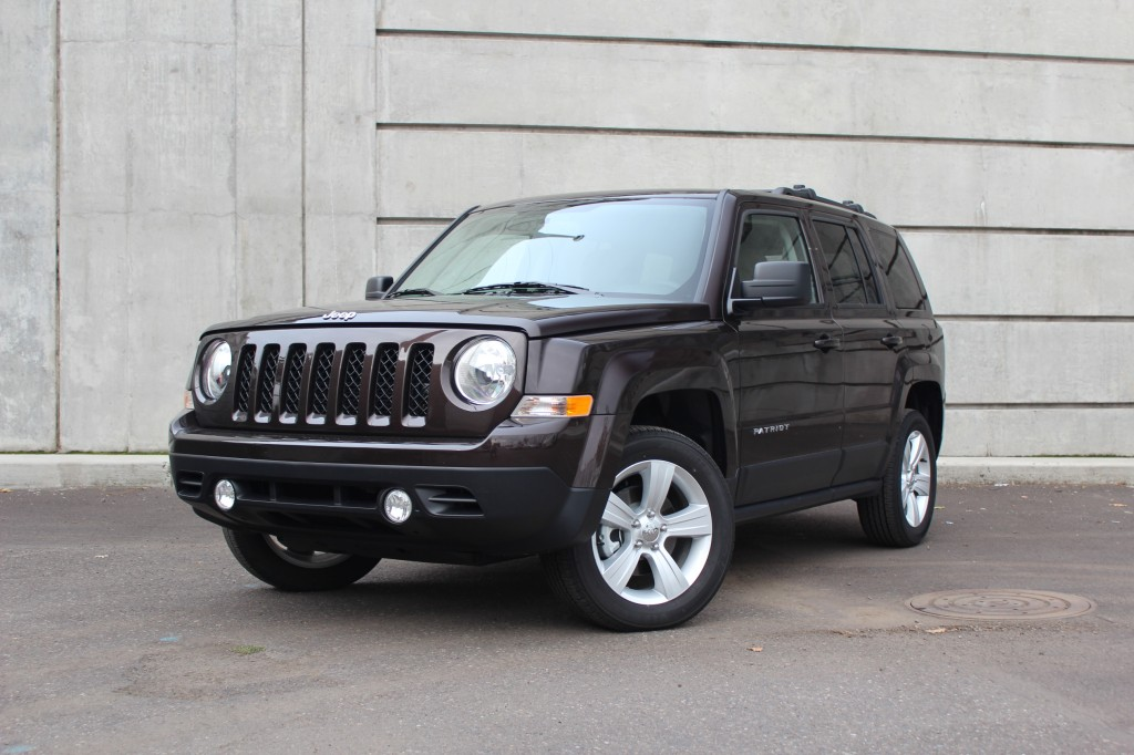 2014 jeep patriot pictures photos gallery green car reports. Black Bedroom Furniture Sets. Home Design Ideas
