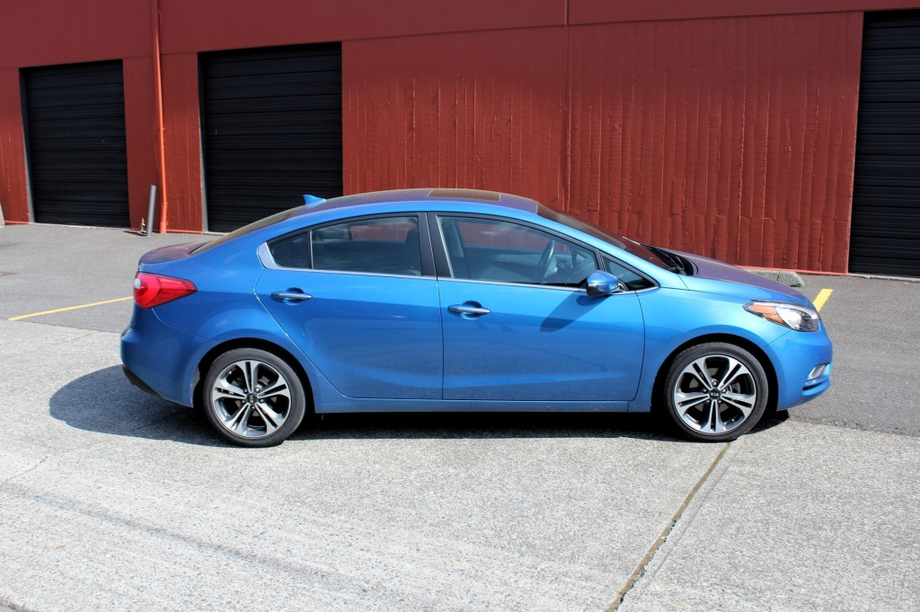 2014 kia forte vs 2014 mazda 3 test drive comparison. Black Bedroom Furniture Sets. Home Design Ideas