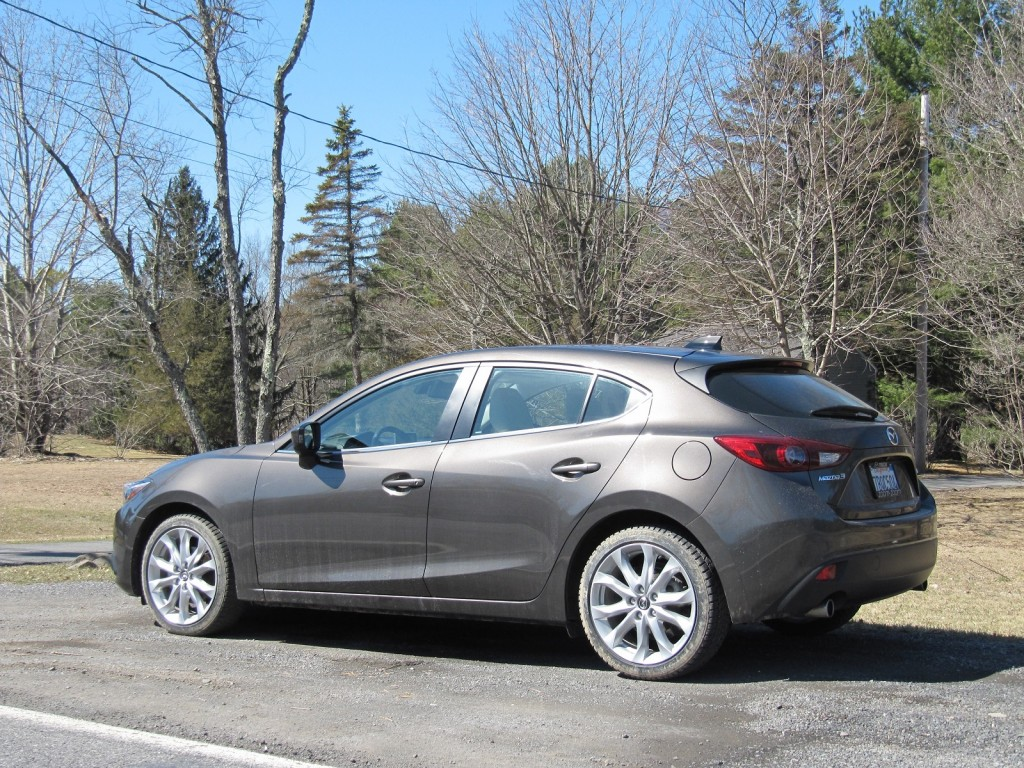 2014 mazda 3 gas mileage review of sporty compact hatchback. Black Bedroom Furniture Sets. Home Design Ideas