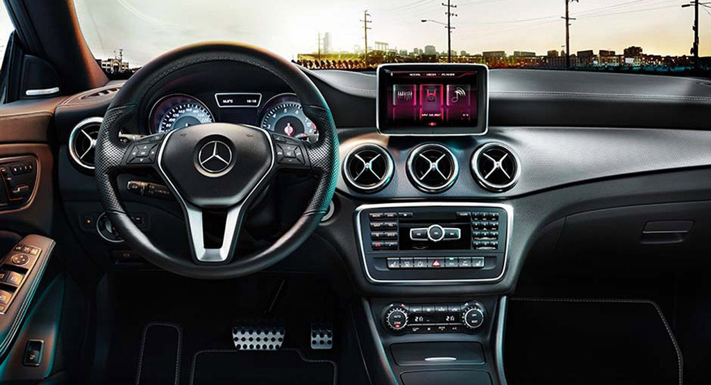 2014 mercedes benz cla class leaked for Mercedes benz interieur