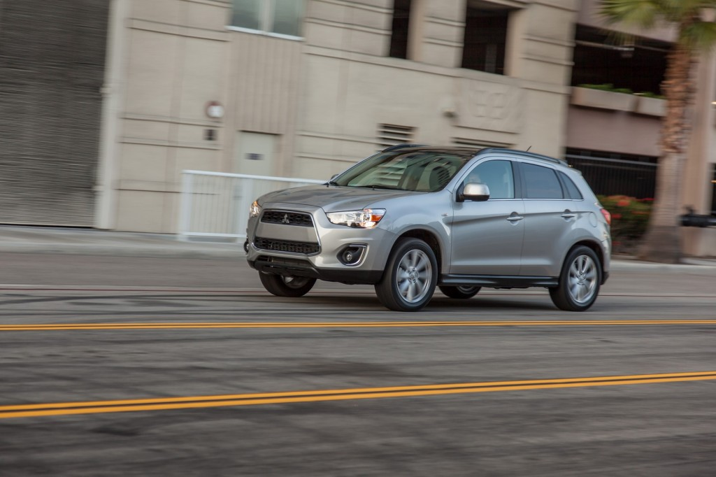 2014 mitsubishi outlander sport pictures photos gallery green car reports. Black Bedroom Furniture Sets. Home Design Ideas