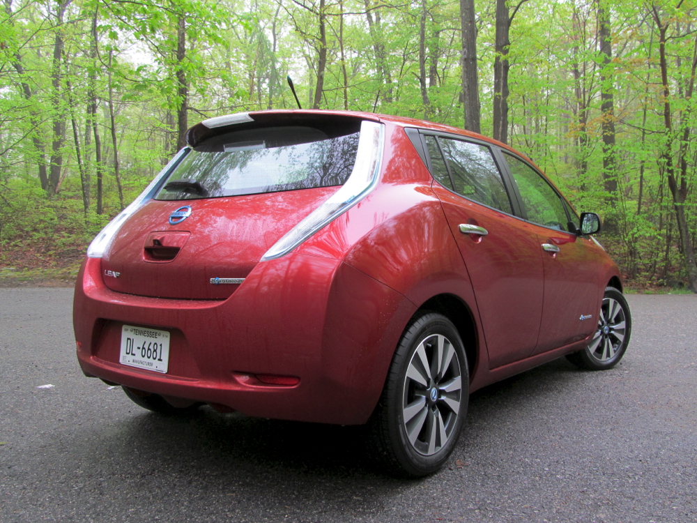 2014 nissan leaf bestselling electric car driven by newbie. Black Bedroom Furniture Sets. Home Design Ideas