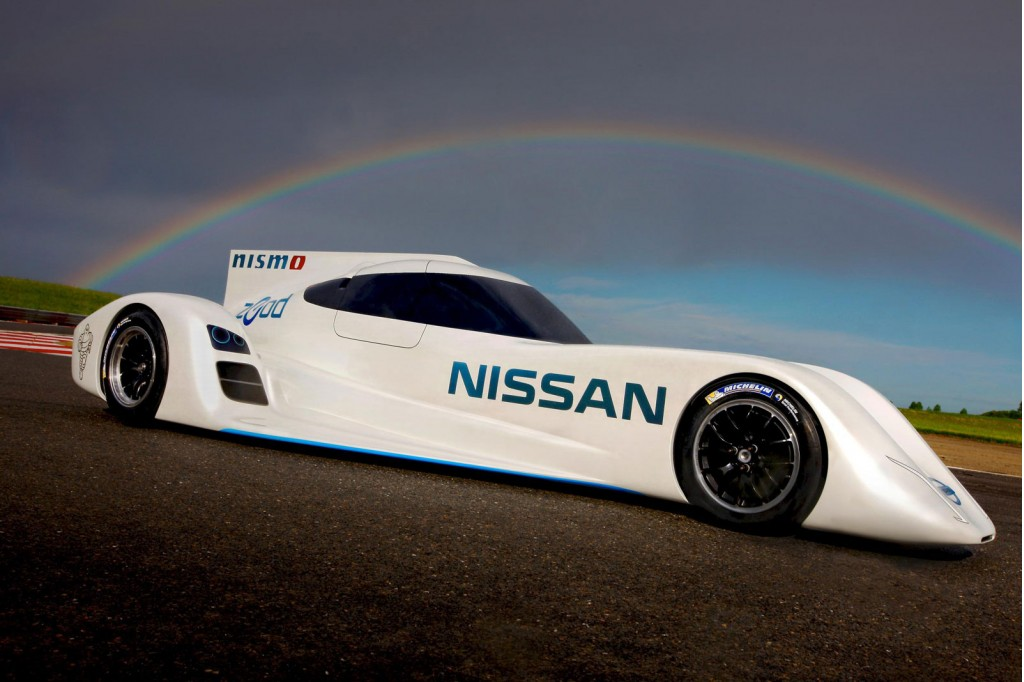 Nissan 39 s electric le mans car tested by gamer turned racer for Garage automobile le mans