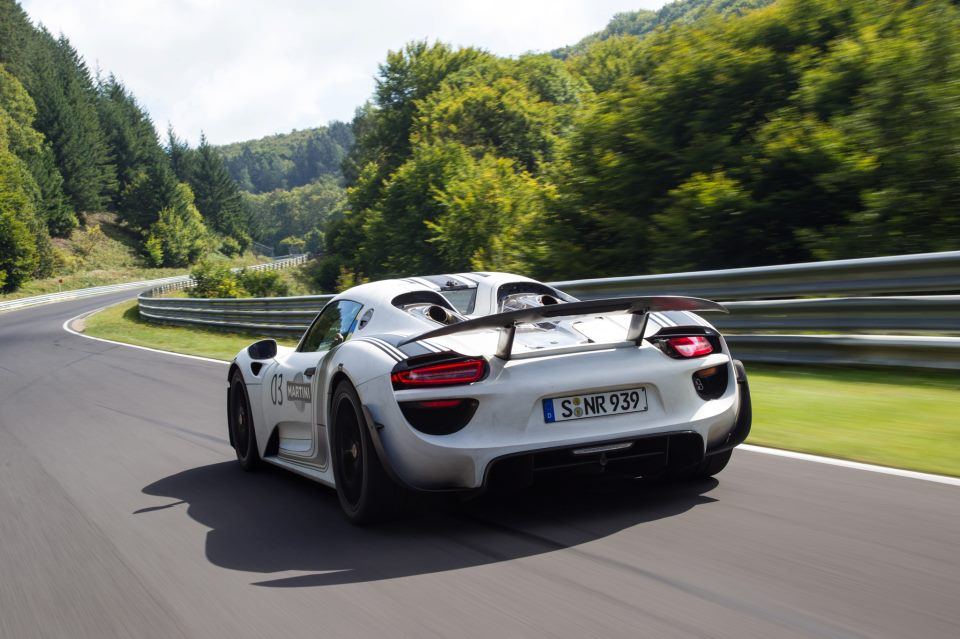 porsche 918 spyder now makes 887 hp goes 0 60 mph in 2 8 seconds. Black Bedroom Furniture Sets. Home Design Ideas
