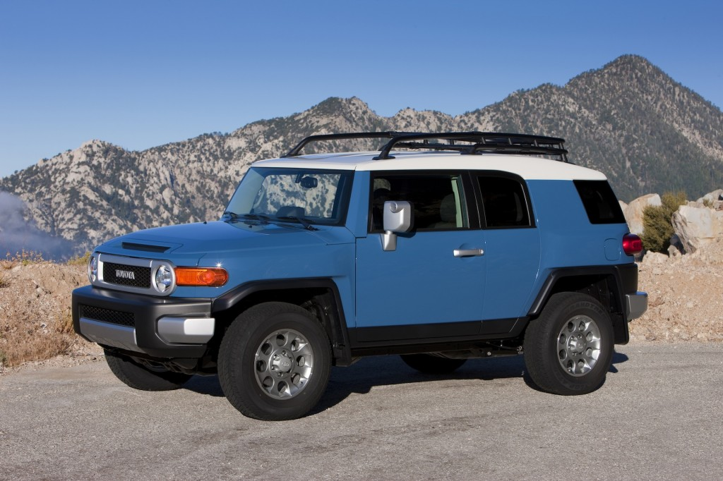 2014 toyota fj cruiser pictures photos gallery the car connection. Black Bedroom Furniture Sets. Home Design Ideas