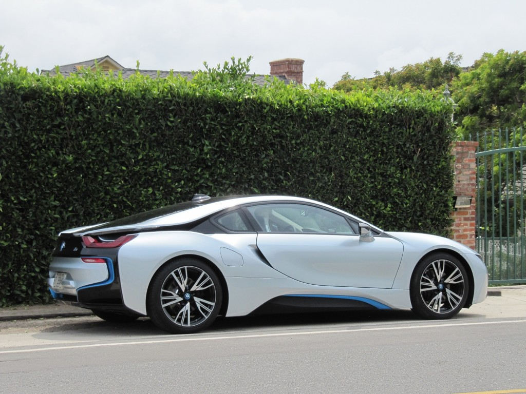 2015 bmw i8 sexy plug in hybrid sport coupe our first drive. Black Bedroom Furniture Sets. Home Design Ideas