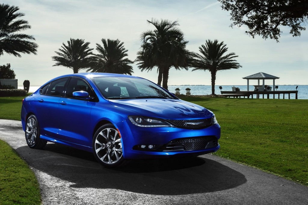2015 chrysler 200 earns top safety rating from iihs. Black Bedroom Furniture Sets. Home Design Ideas