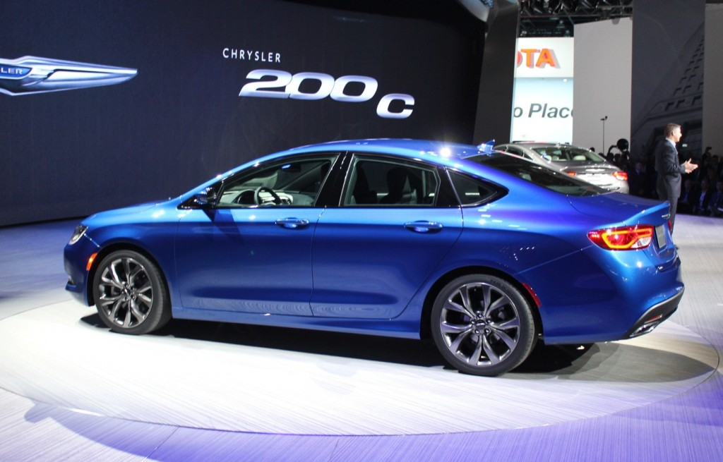 2015 chrysler 200 live photos and video from detroit. Black Bedroom Furniture Sets. Home Design Ideas
