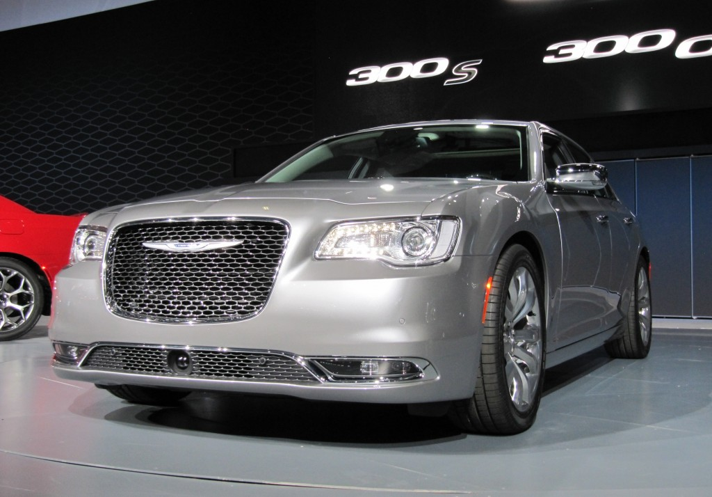 2015 chrysler 300 video. Black Bedroom Furniture Sets. Home Design Ideas