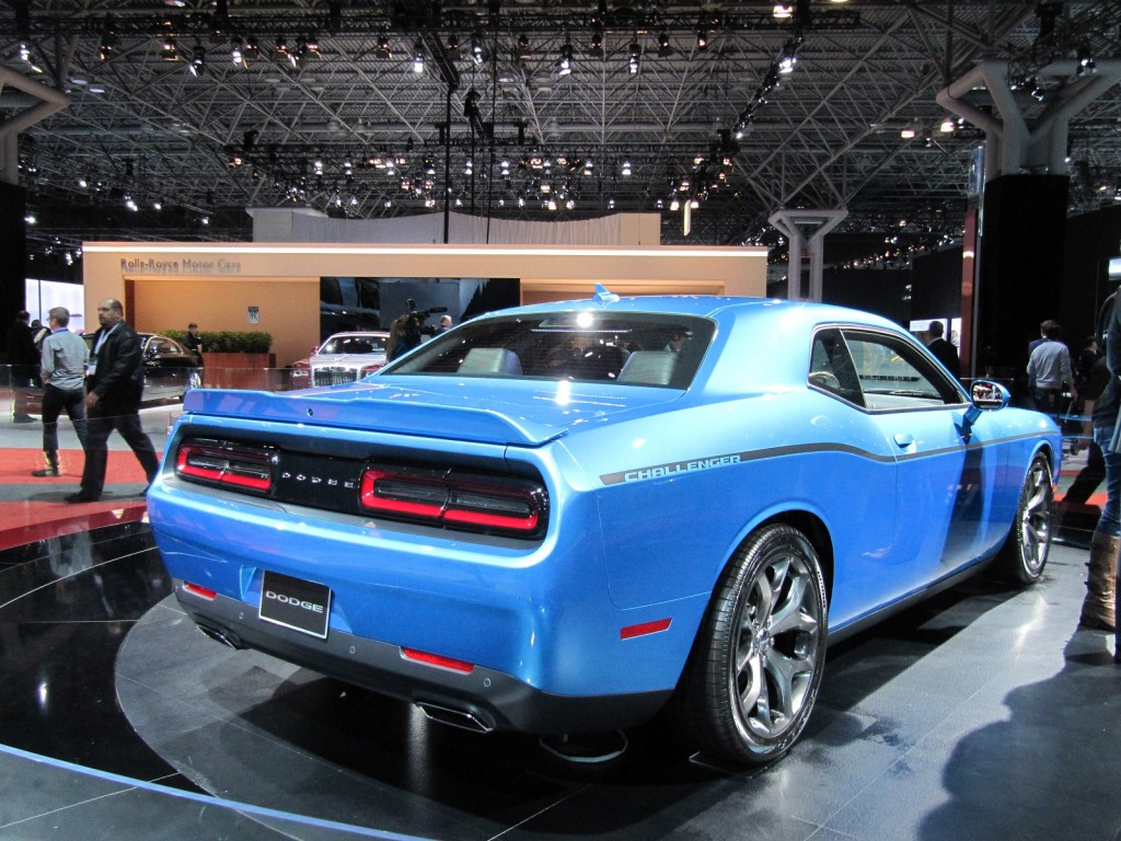 2015 dodge challenger first look live photos. Black Bedroom Furniture Sets. Home Design Ideas
