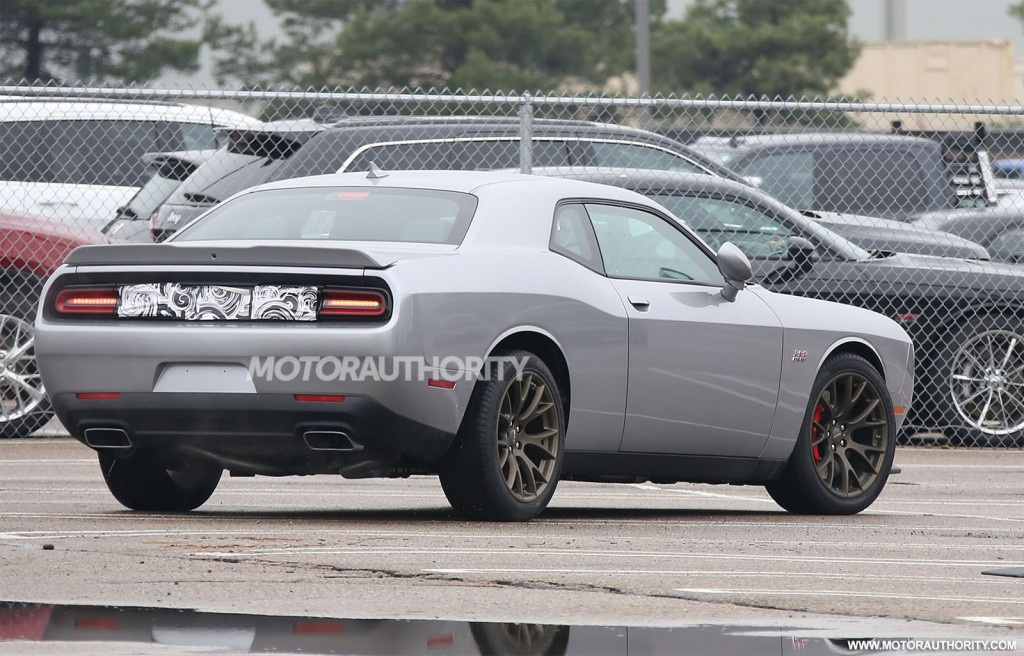 2015 Dodge Challenger SRT spy shots