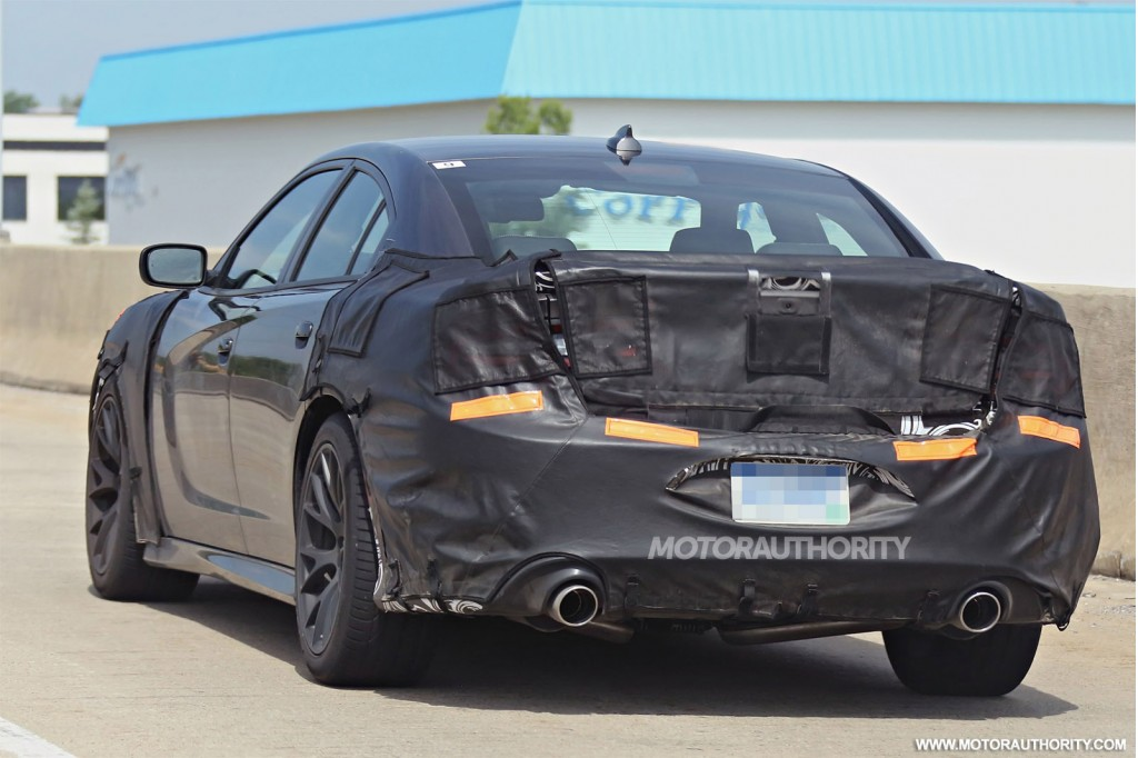 2015 Dodge Charger SRT spy shots