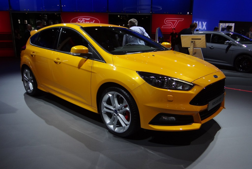 2015 ford focus st 2014 paris auto show. Black Bedroom Furniture Sets. Home Design Ideas