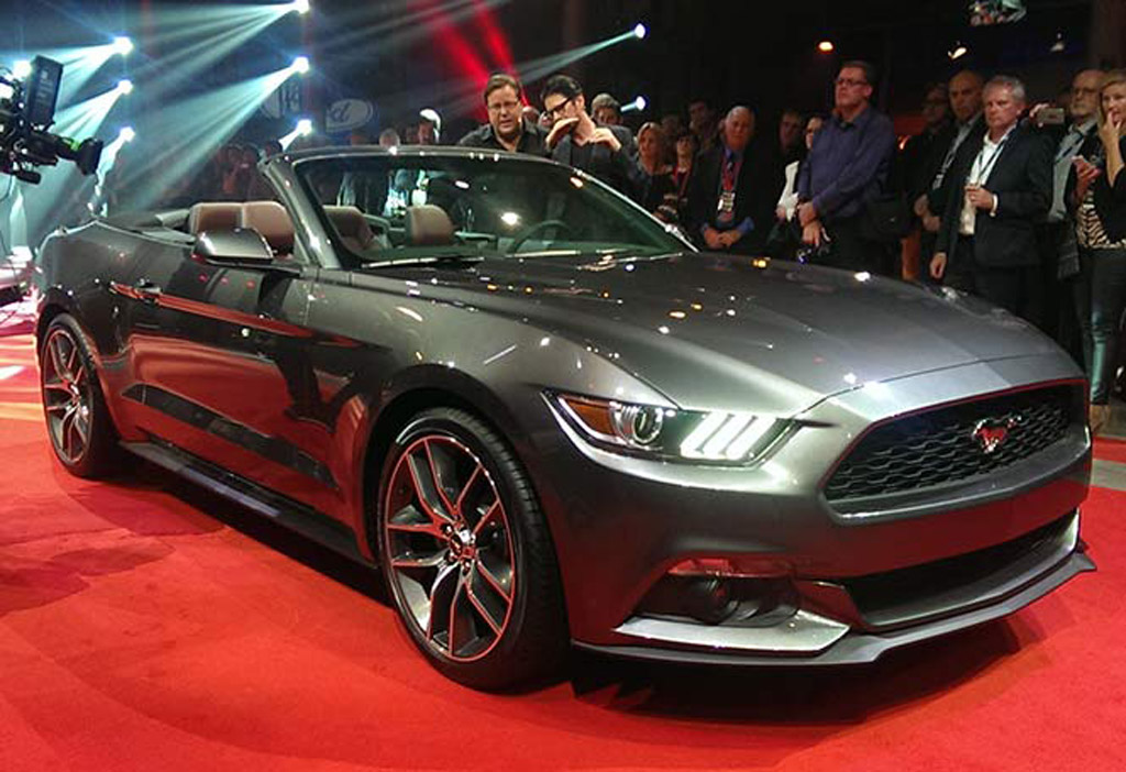 2015 Ford Mustang Convertible Debuts Alongside Fastback