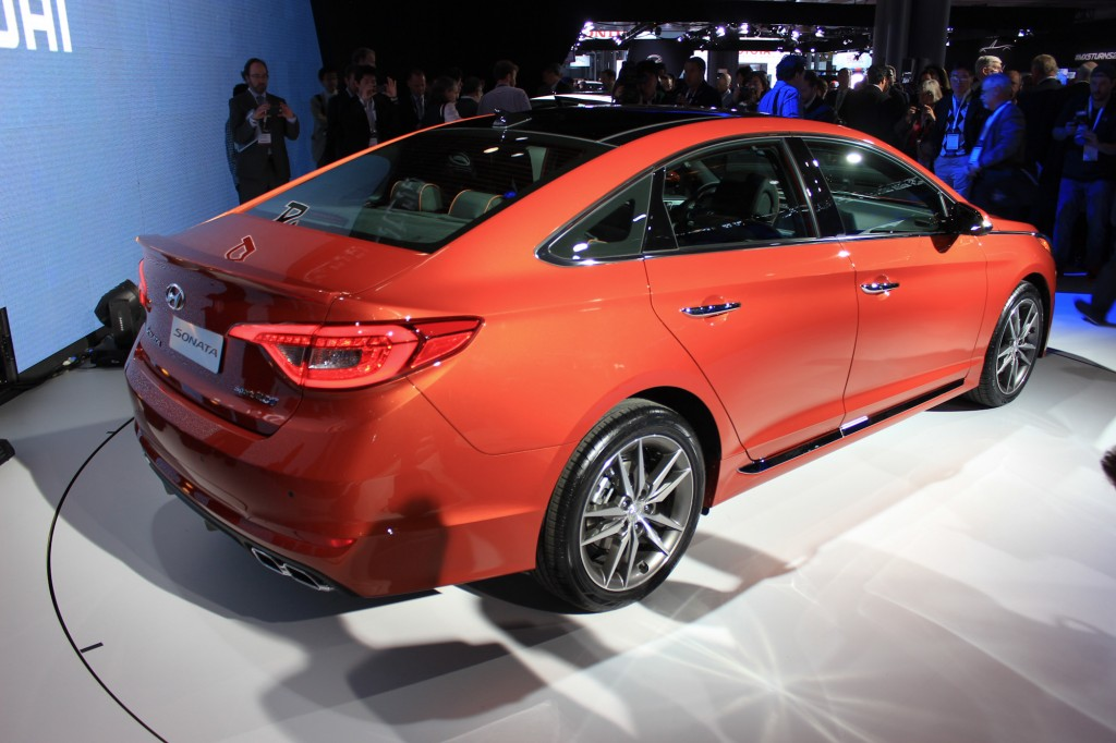 2015 hyundai sonata redesigned sedan debuts in new york photos. Black Bedroom Furniture Sets. Home Design Ideas