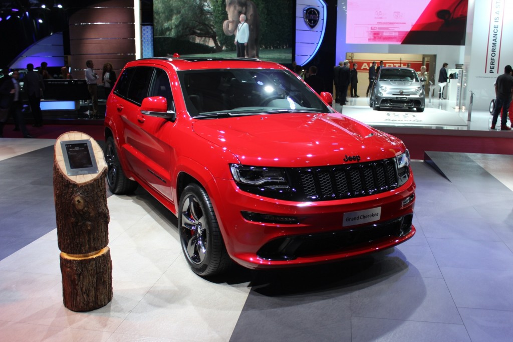 2015 jeep grand cherokee srt red vapor edition debuts in paris. Black Bedroom Furniture Sets. Home Design Ideas