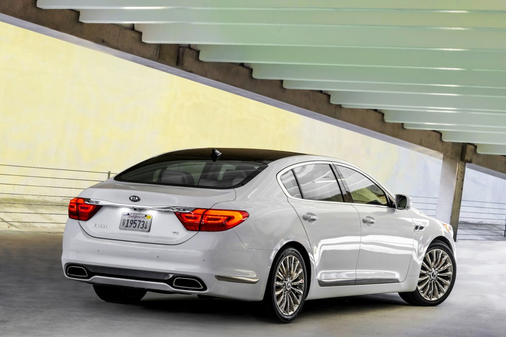 2015 kia k900 flagship sedan debuts at 2013 l a auto show live photos. Black Bedroom Furniture Sets. Home Design Ideas